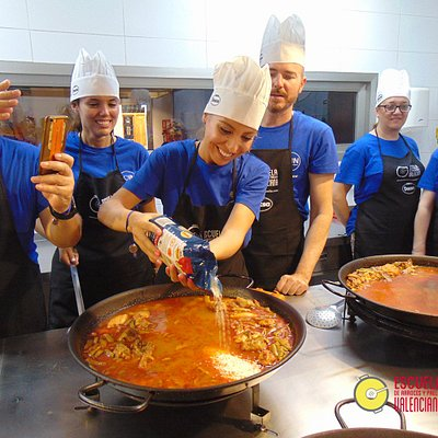 Paella cooking experience