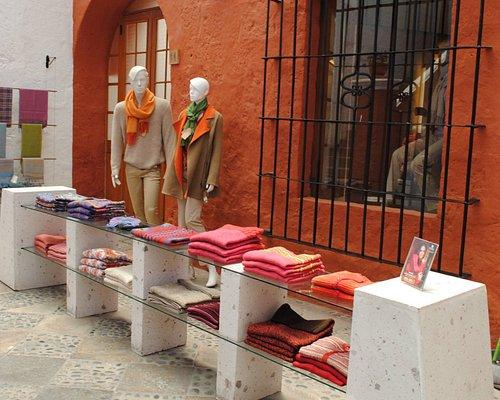 Nuestra tienda de prendas y accesorios en pleno centro de Arequipa