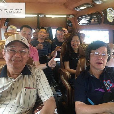 Smiles of malaysia tourists when traveling to Vietnam. Your simle - Our motivation. (Limousine 0