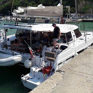 Arrêt déjeuner au port de vallugola
