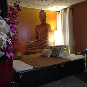 The main treatment room for serious stuff or a relaxing oil or hot stone massage.