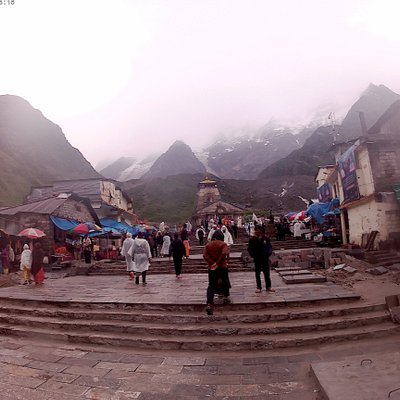 Actual Kedarnath Shrine . Look at the snow clad mountains