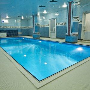 Бассейн в Фитнес-центре на цокольном этаже