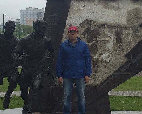"""Стадион ДИНАМО, монумент """"Блокадный матч"""" или """"Матч жизни""""."""