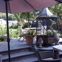 Petit jardin avec terrasse de dégustation