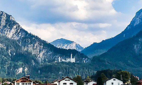 Blick von der Therme auf das Schloss Neuschwanstein