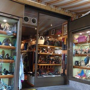 Rolando shoe shop - outside view