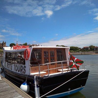 Este es nuestro maravilloso barco. El Bote Tours
