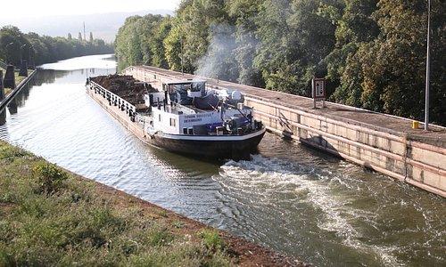 Promenade à l'écluse grand gabarit de Custines, sur la Moselle canalisée