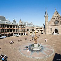 Binnenhof, The Hague (photo by Bart van Vliet)