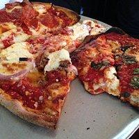 Existe gran variedad de pizzas y muy buenas.