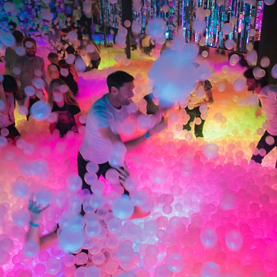 Main Glowing Ball Pit (please note surrounded by mirrors)