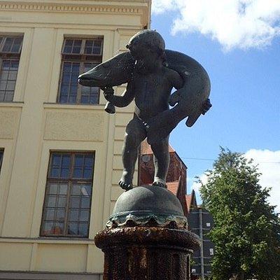Brunnen erzählt eine Schildbürger-Geschichte !Finden Sie sie heraus!