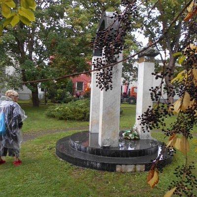 Betti Alver Monumentet i parken.