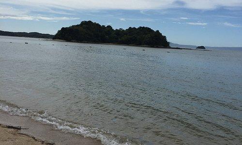 台風接近で曇りでしたがそれでもビーチは穏やかでした