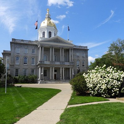 Gorgeous state house and surrounding grounds!