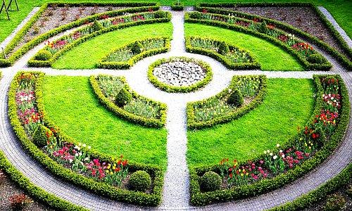 The main Alpenrose Gardens