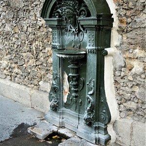 La fontaine murale