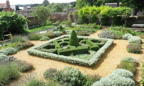 Tudor Garden, Southampton