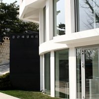 Gallery KONG is located in Samcheong-dong, main art district .Perfect place to visit in Seoul.