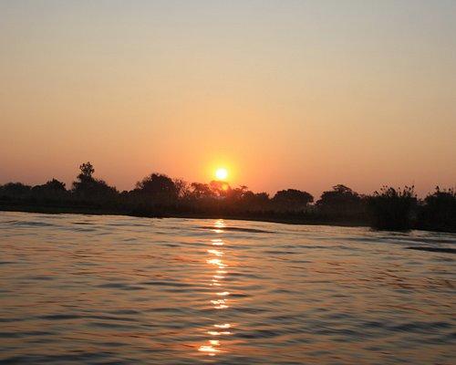 Puesta de sol fantástica en el crucero del río Chobe
