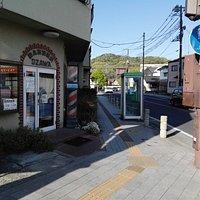 三宝院から歩いて直ぐの角の公衆電話(名曲:渡良瀬橋)
