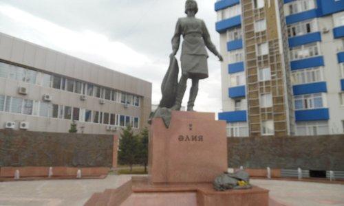 aliya statue