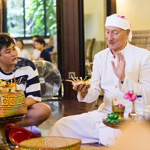 Learning about the meaning of Balinese offerings with Mangku Jero Budi.