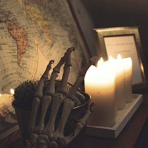 Bei schummrigen Kerzenlicht entdeckt ihr die Forschungsfelder des Professors
