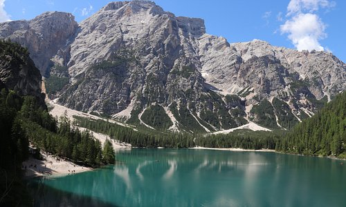 Il lago, incantevole, va visitato nelle prime ore della mattinata con luce stuoenda