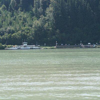 De veerboot aan de Oostenrijkse kant