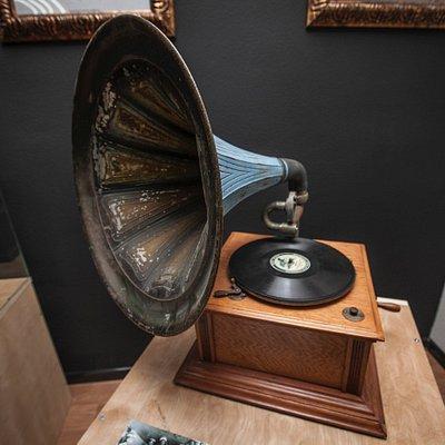 Старинный английский граммофон 1900-1920 гг.