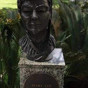 Mary Lee's bust