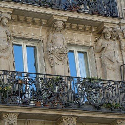 Un des deux balcons