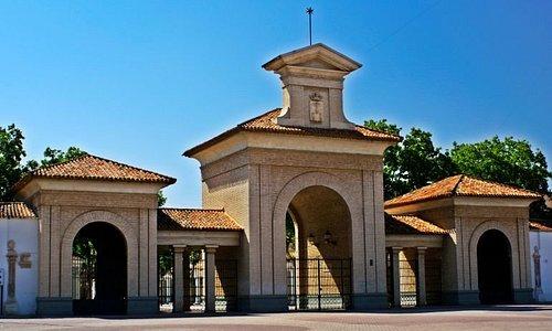 """La actual """"puerta de hierros"""", inaugurada en la Feria de 1974"""