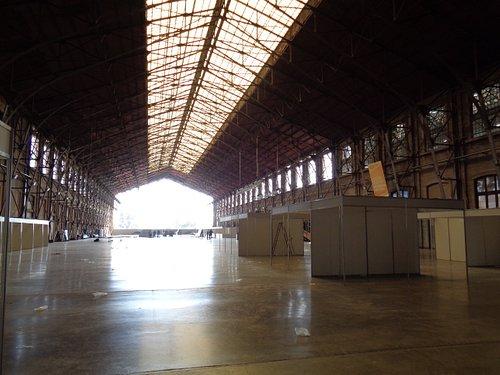 Los andenes donde se arman los stands de las exposiciones