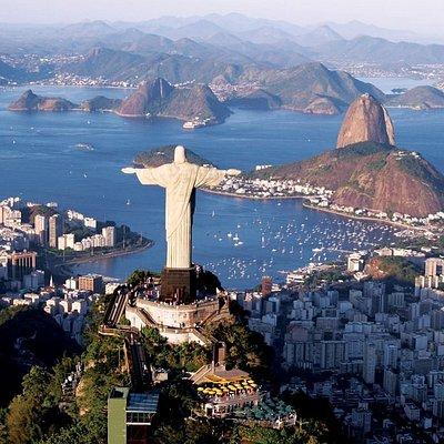 Christ the Redeemer, Sugar Loaf an Guanabara Bay
