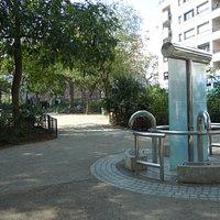 Le square et son puits artésien