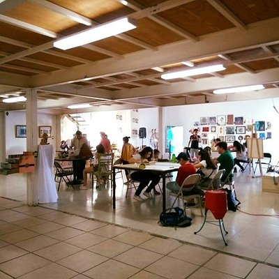 Planta baja de la galeria donde se imparten gran variedad de talleres artísticos