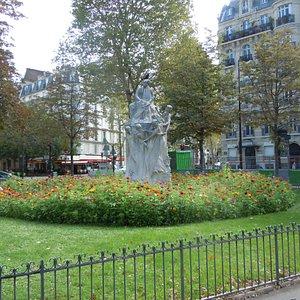 La sculpture sur la place