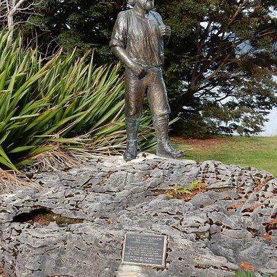 Quintin Mackinnon Statue
