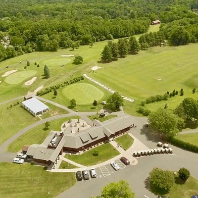 Clubhouse, Restaurant, Putting Green and Range