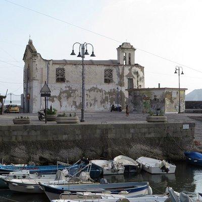 la chiesetta dell'Assunta a mare