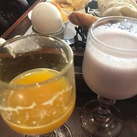 Breakfast at After Eight 😋 continental and brunch, very much 🤪 Nice food and drinks. Yogurt, o