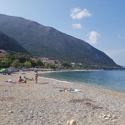 rustig strand met zon tot ongeveer 19 uur