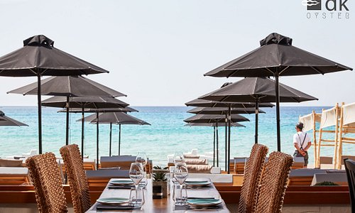 The DK Oyster Bar adds a cosmopolitan flair of luxury and indulgence to the beach of Platys Gial
