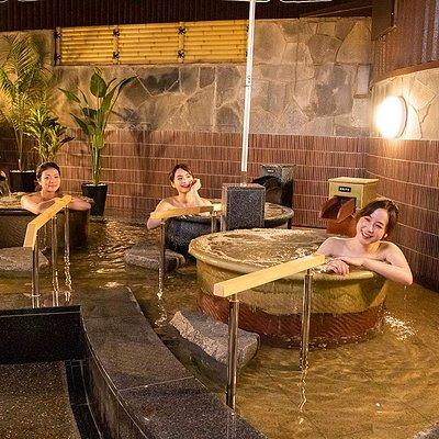 地下800mより湧き出る都会の天然温泉 人工温泉では決して味わえない天然温泉の効果効能により、 もたらされる「癒やし」と「美」と「健康」。