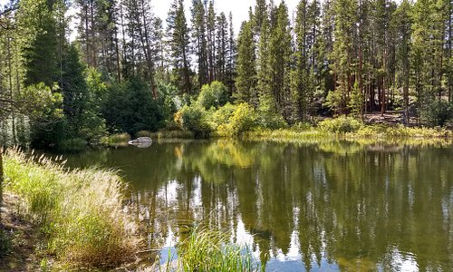 One of the 'Evergreen Lakes' on the Trail