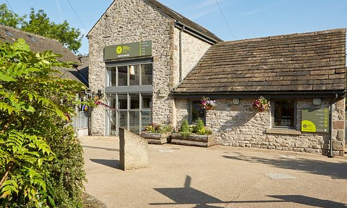 Castleton Visitor Centre (front)