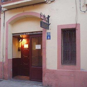 el bar está ubicado en una casa construida en 1887